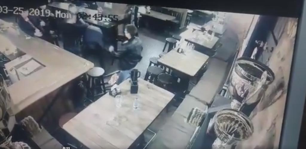 Целились в голову и бросали стульями: в Черкассах студенты жестоко избили прокурора. Видео