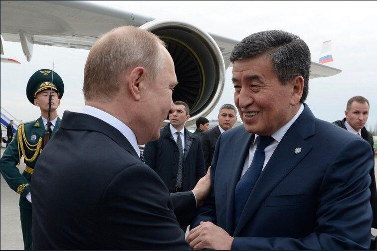 Володимир Путін і Сооронбай Жеенбеков на зустрічі