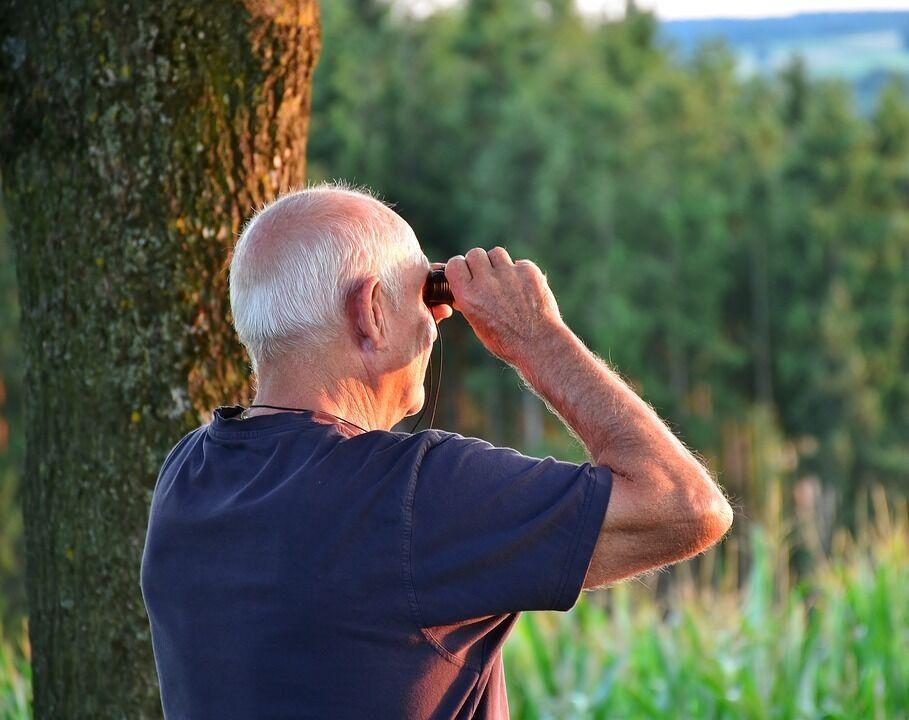 Українців зобов'яжуть самих відкладати на пенсію, але введуть дві виплати: що відомо