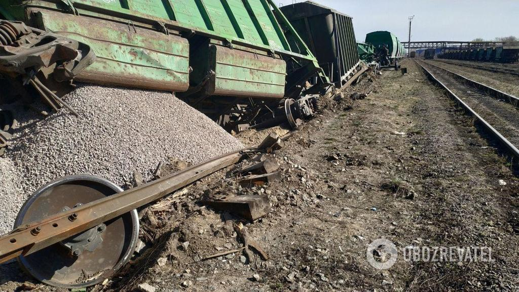 В Киеве поезд сошел с рельс: появились фото с места ЧП