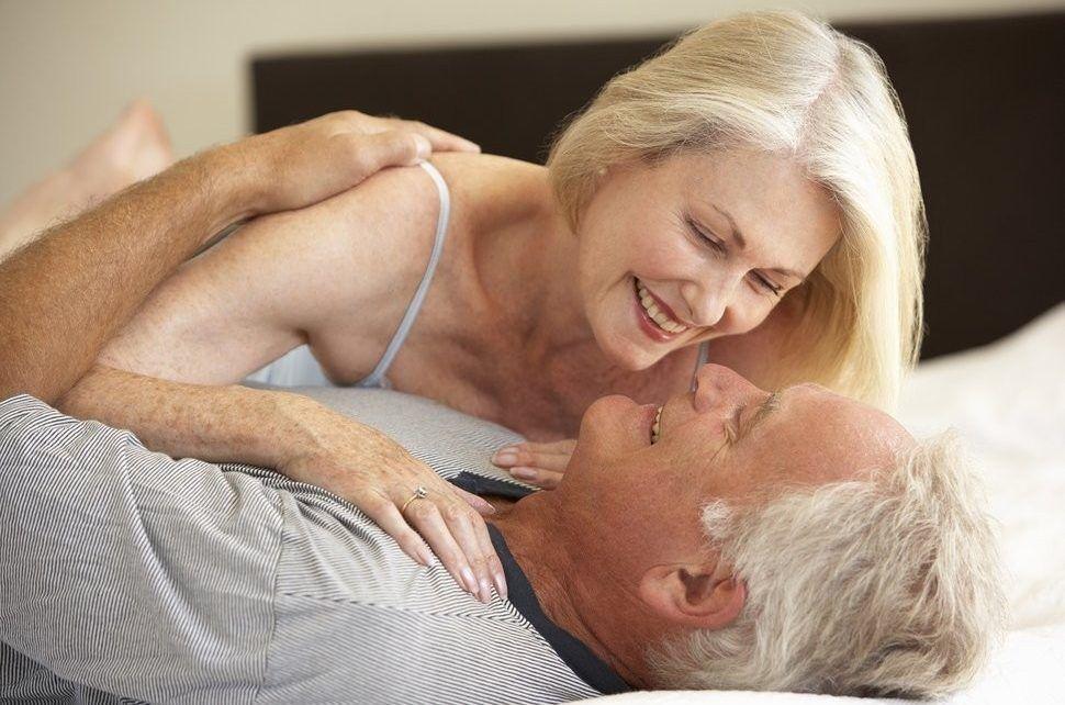 seks-pensionera-i-molodoy-foto