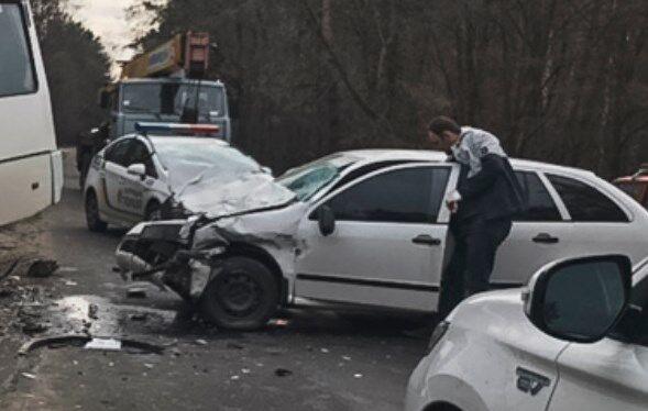 Под Киевом маршрутка врезалась в авто
