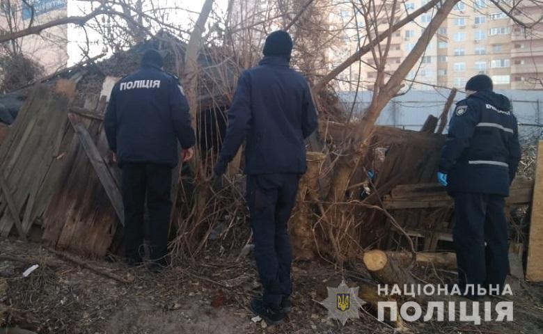 В Киеве мать выбросила дочь