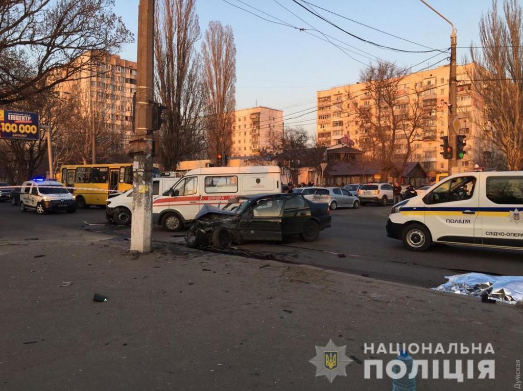 """В Одессе """"евробляха"""" влетела в нацгвардейцев"""