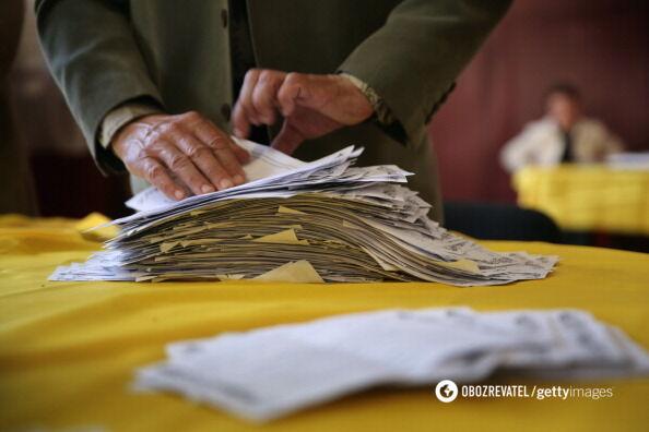 """""""Вибув!"""" На Херсонщині скандал на виборчій дільниці"""