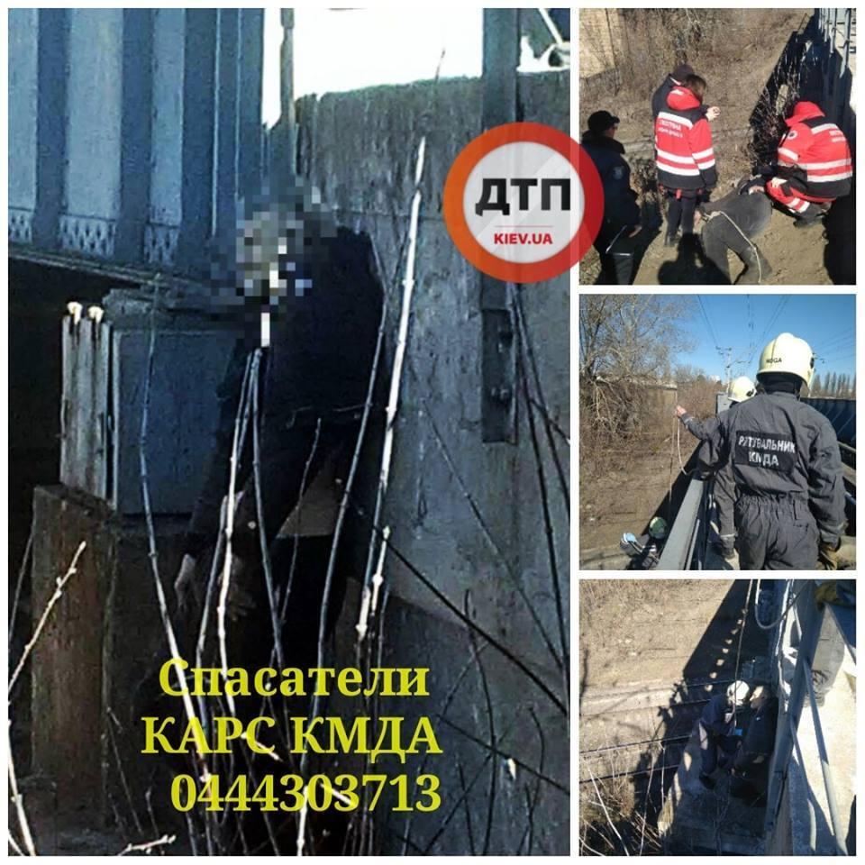 В Киеве на мосту повесился неизвестный