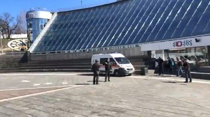 """В Киеве эвакуируют ТЦ """"Глобус"""""""