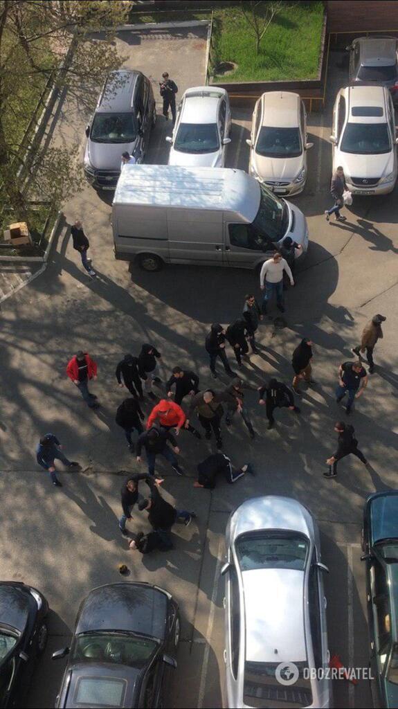 В Киеве посреди улицы произошла массовая драка