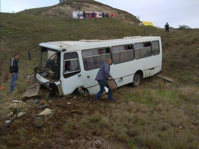 В Крыму разбился автобус с пассажирами