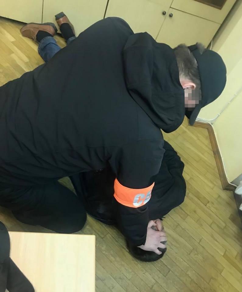 Полицейского задержали на взятке