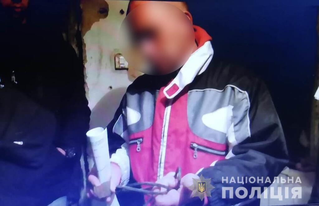 Били и включали ток: под Киевом пытали 19-летнего парня
