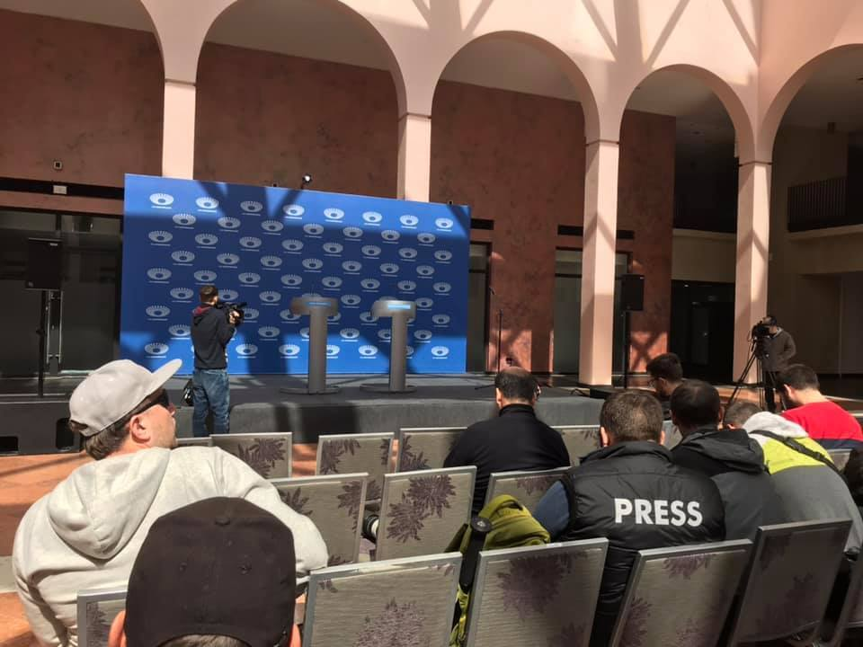 """Зеленський не прийшов: про що говорив Порошенко на НСК """"Олімпійський"""""""