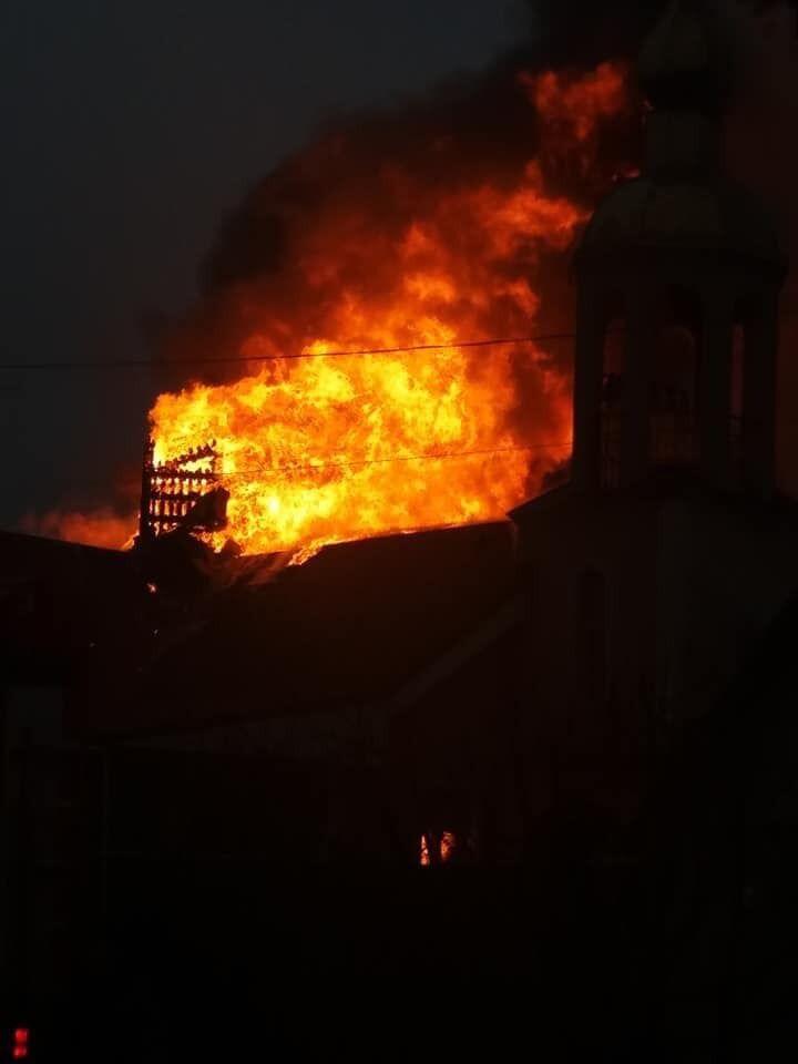 Купол впав: під Харковом згорів храм РПЦ