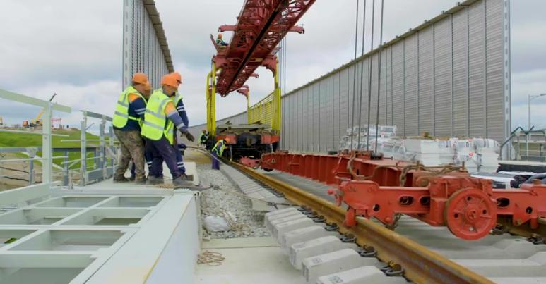 Начало работ по укладке рельсов на Керченском мосту