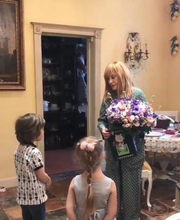 """""""Довели з самого ранку"""": Пугачову змусили плакати в день народження. Відео"""