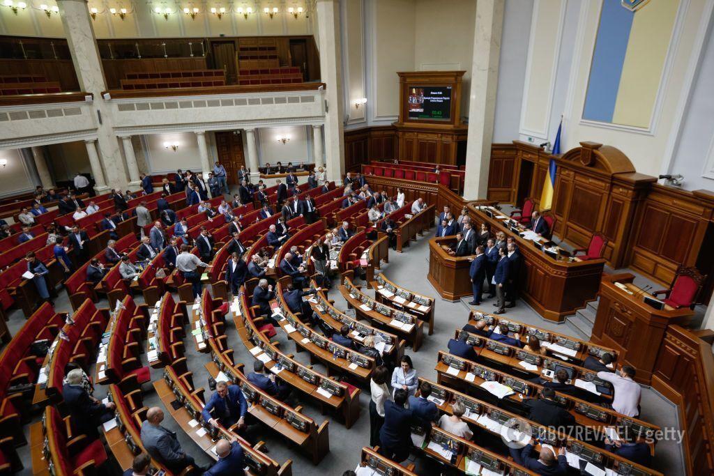 Зеленский пообещал распустить Раду: в чем проблема