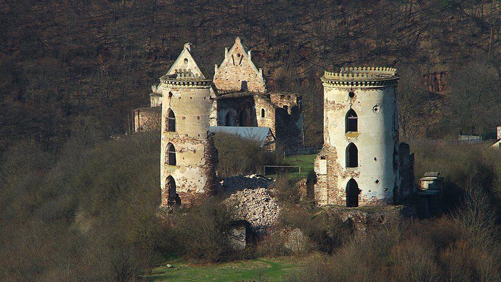 Еще можно спасти: как выглядят полуразрушенные древние соборы Украины