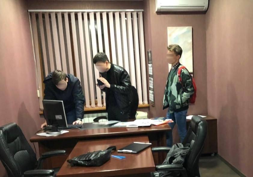 В Киеве раскрыли преступную схему с продажей авто