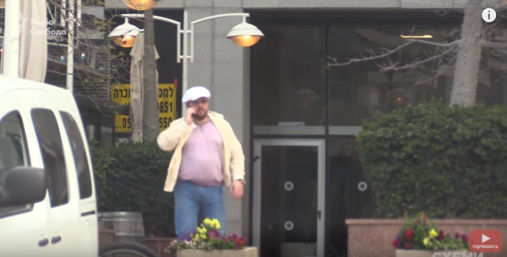 Ставицкий возле отеля, где находится офис Коломойского
