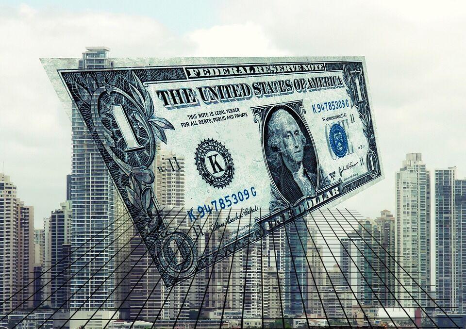 Украинцам раздают деньги и заманивают в опасную схему: что происходит