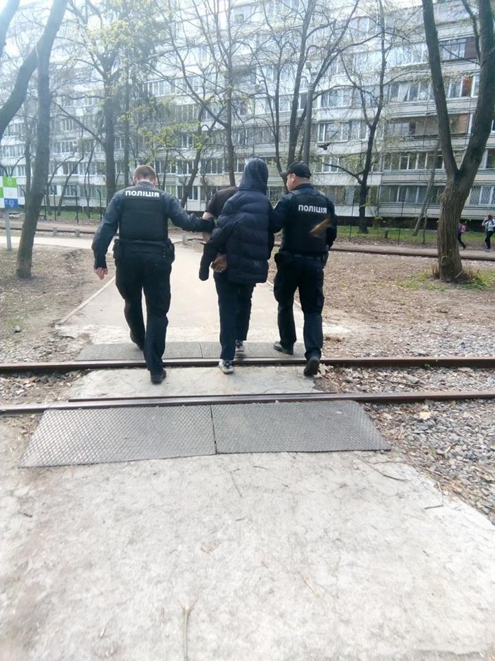 В Киеве задержали пьяного дебошира