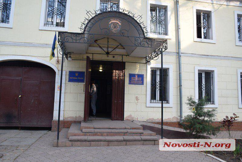 Поставили на колени и снимали: в Николаеве зверски избили школьницу