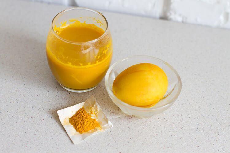 Куркума – ідеальний варіант, щоб пофарбувати яйця в жовтий колір