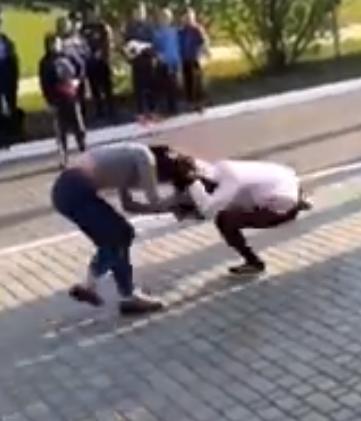 Жорстока бійка українських школярок потрапила на відео