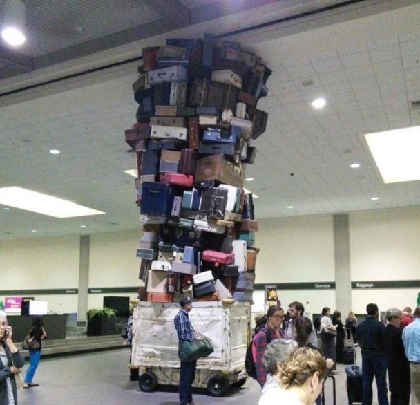 Найдивніші речі, які коїлися в аеропортах і літаках та потрапили на фото