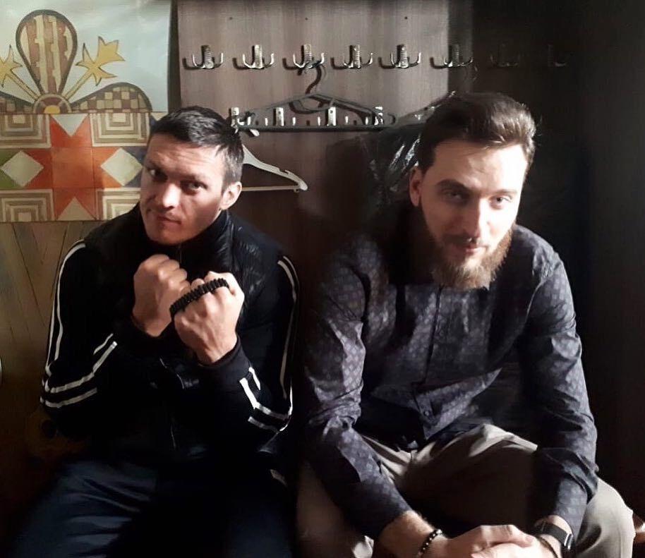 Олександр Усик із друзями