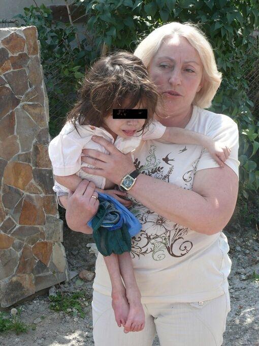 6-летний Юра не умел ходить и самостоятельно кушать