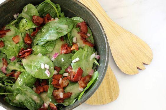 Салат з беконом та шпинатом
