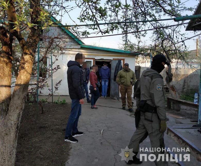 Под Киевом год держали в плену мужчину
