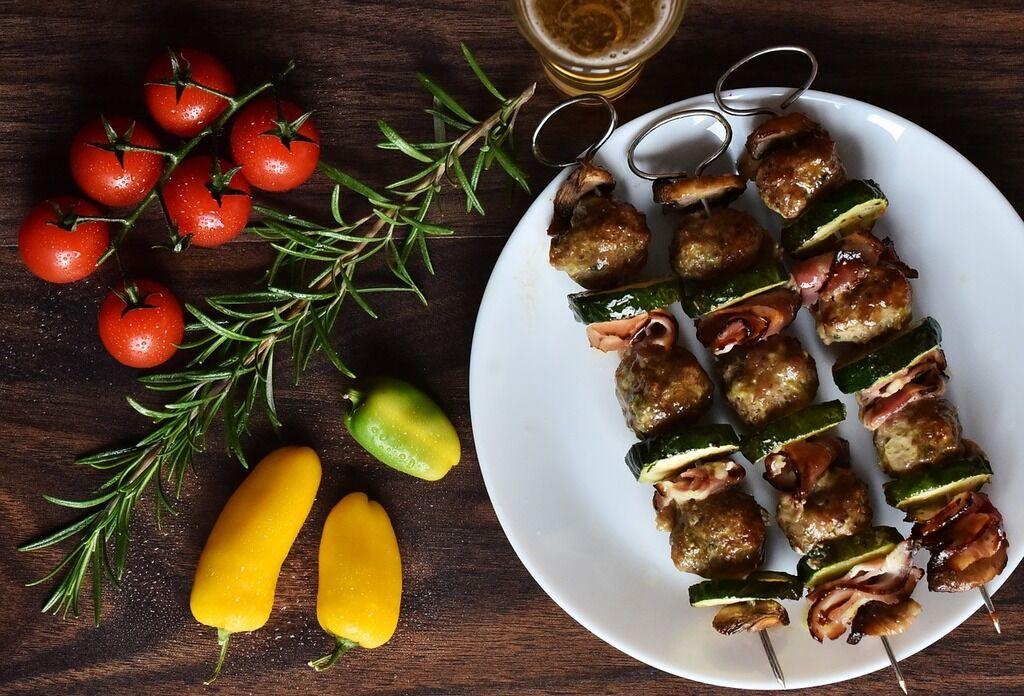 Шашлык из свинины, курятины, баранины, индюшатины и из грибов: как лучше всего приготовить