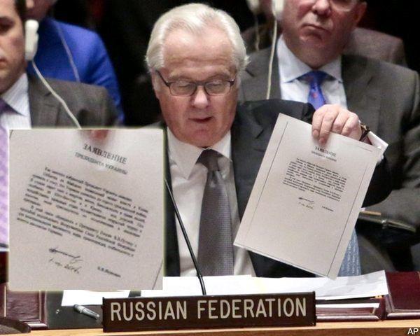 Виталий Чуркин демонстрирует письмо Януковича на заседании Совбеза ООН в 2014 году