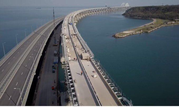 Появились свежие фото пустынного Крымского моста