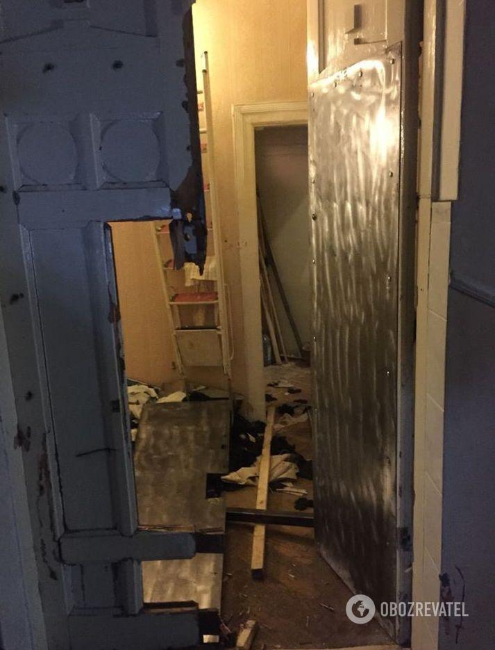 Вырезанные двери в квартиру