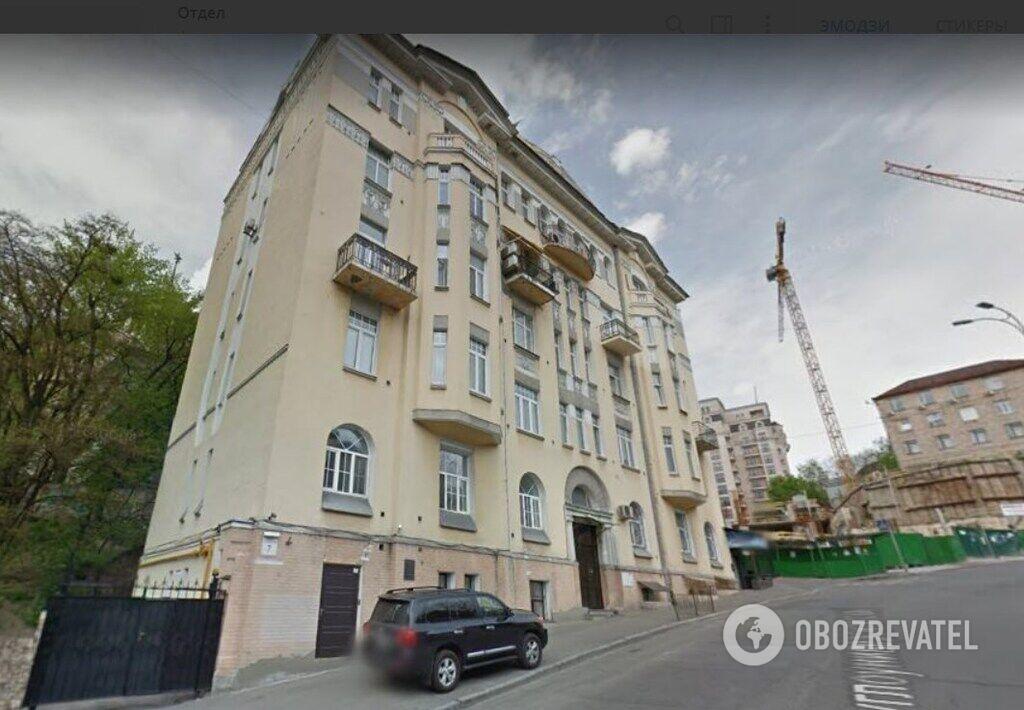 Квартиры в доме по ул. Круглоуниверситетской, 7 стоят от 200 до 500 тыс. долларов. Дом расположен в самом центре Киева, является памятником архитектуры