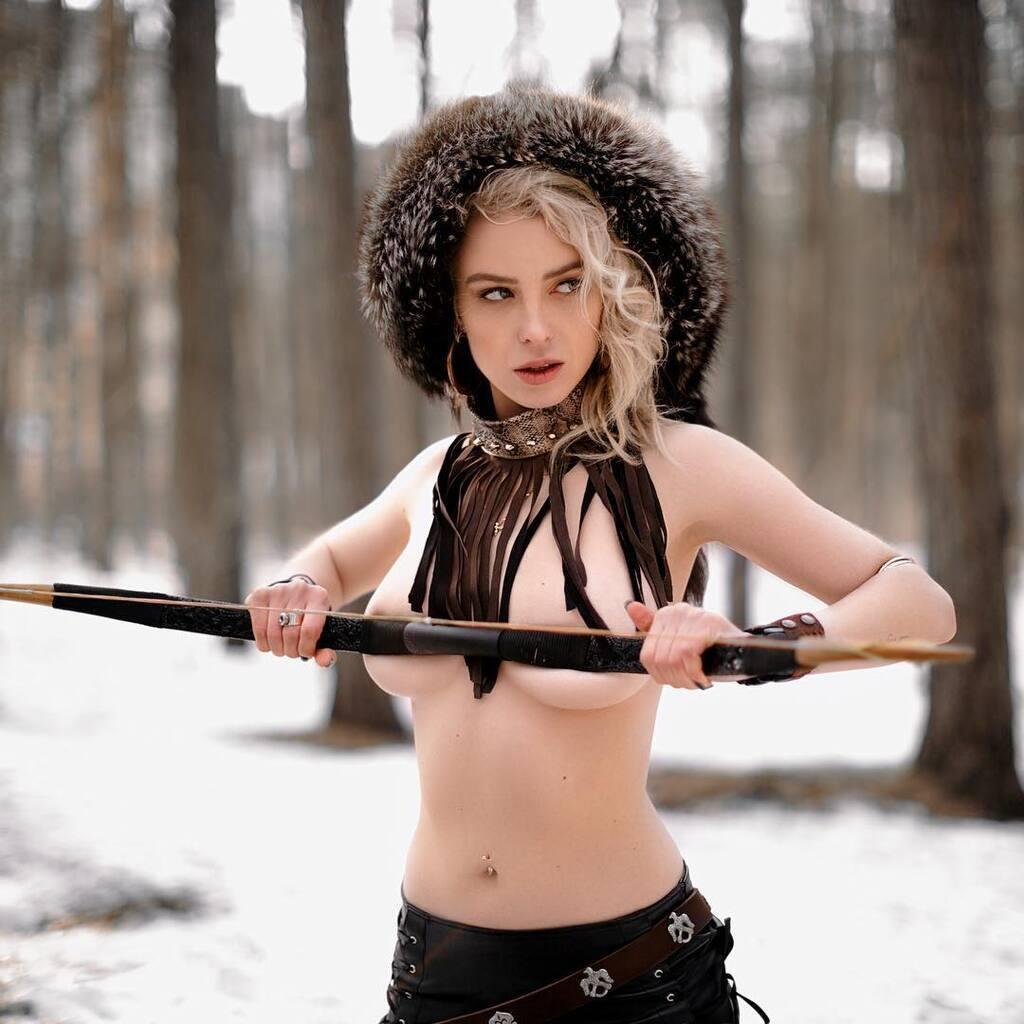 Російська спортжурналістка знялася топлес