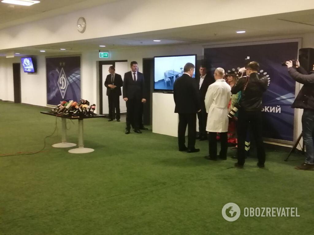 Порошенко приехал на медэкспертизу: детали онлайн