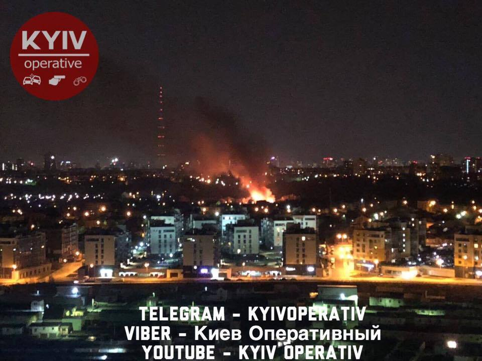 Горят дома и деревья: в Киеве прогремели множественные взрывы. Фото и видео