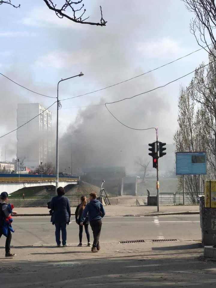 В Киеве вспыхнул пожар на рынке: подробности