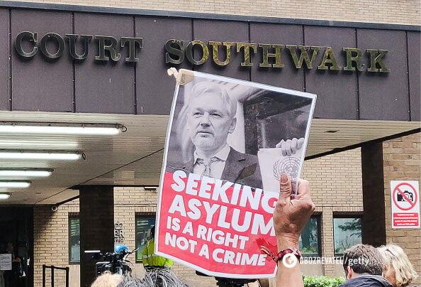 Суд засудив Ассанжа до позбавлення волі