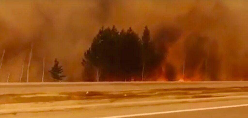 Жителі евакуюються: в РФ спалахнула масштабна пожежа