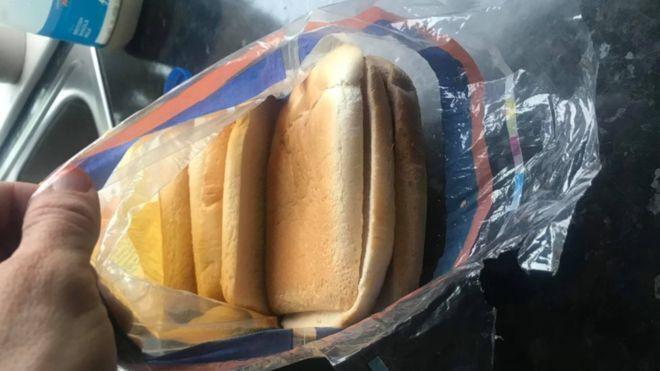 Женщина купила нарезной хлеб для бутербродов, и ее ждал неприятный сюрприз