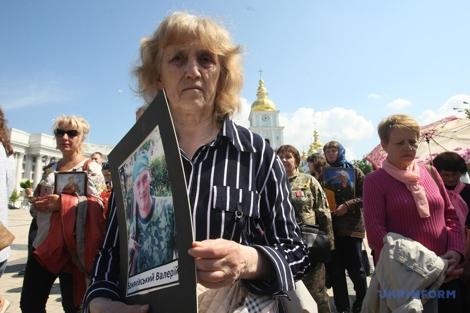 """В Киеве прошел """"Марш матерей"""" погибших воинов ВСУ"""