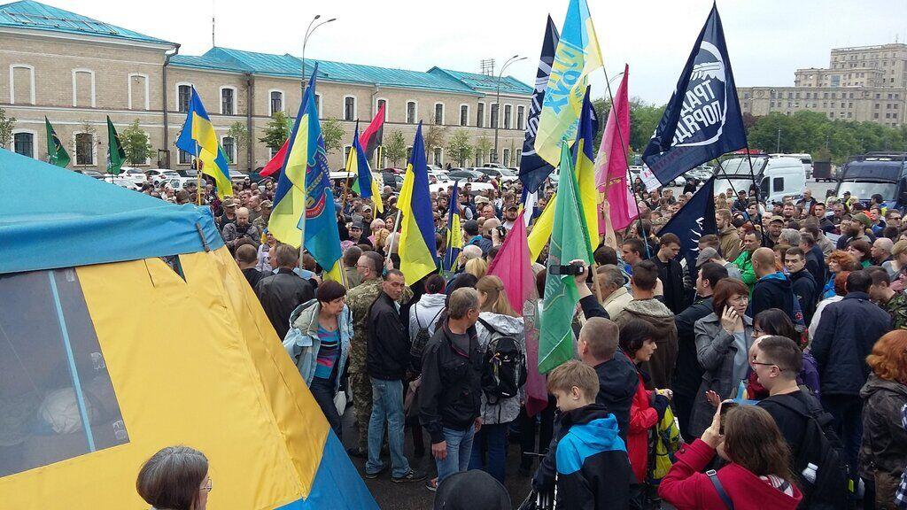 Митинг из-за сноса палатки в Харькове