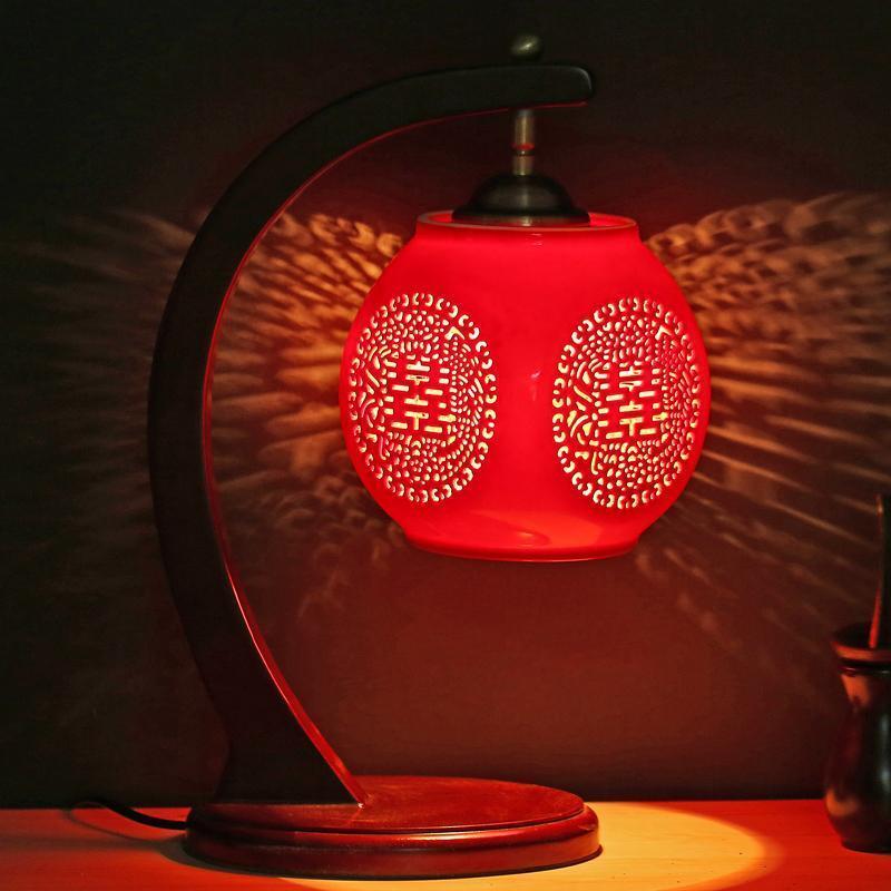 Красный свет имитирует свет огня и успокаивает