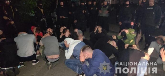 В Виннице устроили дерзкий рейдерский захват: задержаны десятки. Фото, видео с места