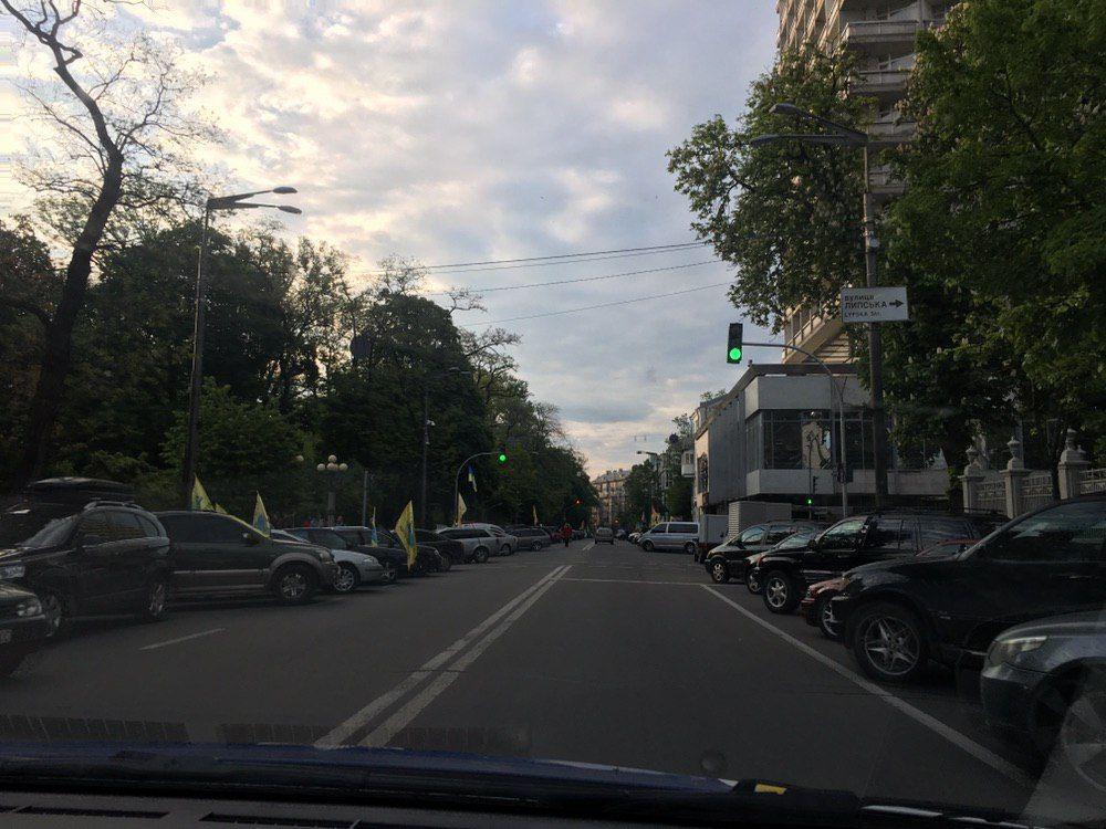 """""""Евробляхи"""" перекрыли Грушевского"""